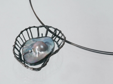 necklaces - H 12 - Necklace: oxidized silver, mother-of-pearl