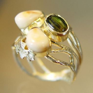 rings - P 47 - Ring: gold, tourmaline, deer´s teeth