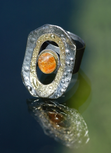 rings - P 03 - Ring: oxidized silver, gold, sunstone